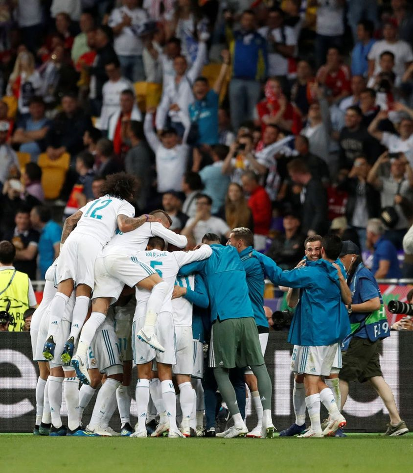 Soccer Football – Champions League Final – Real Madrid v Liverpool – NSC Olympic Stadium, Kiev, Ukraine – May 26, 2018   Real Madrid's Gareth Bale celebrates scoring their third goal with teammates   REUTERS/Andrew Boyers
