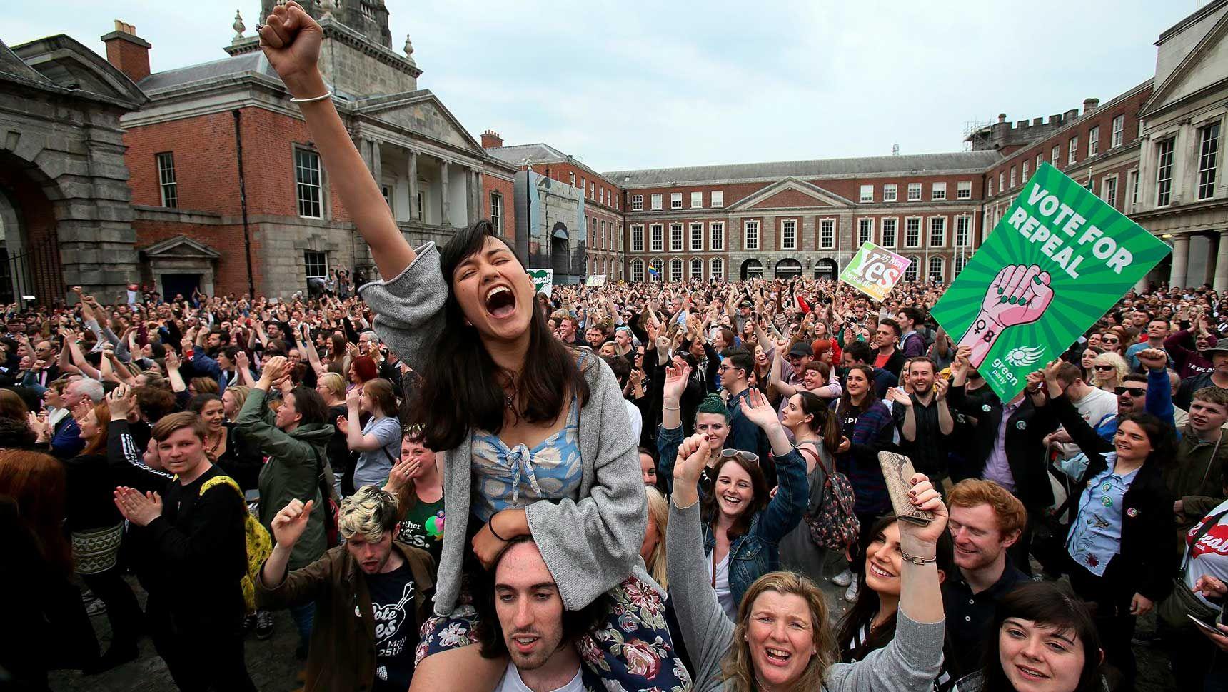 Festejos en Dublin tras el sí al aborto  en Irlanda (Foto AFP)