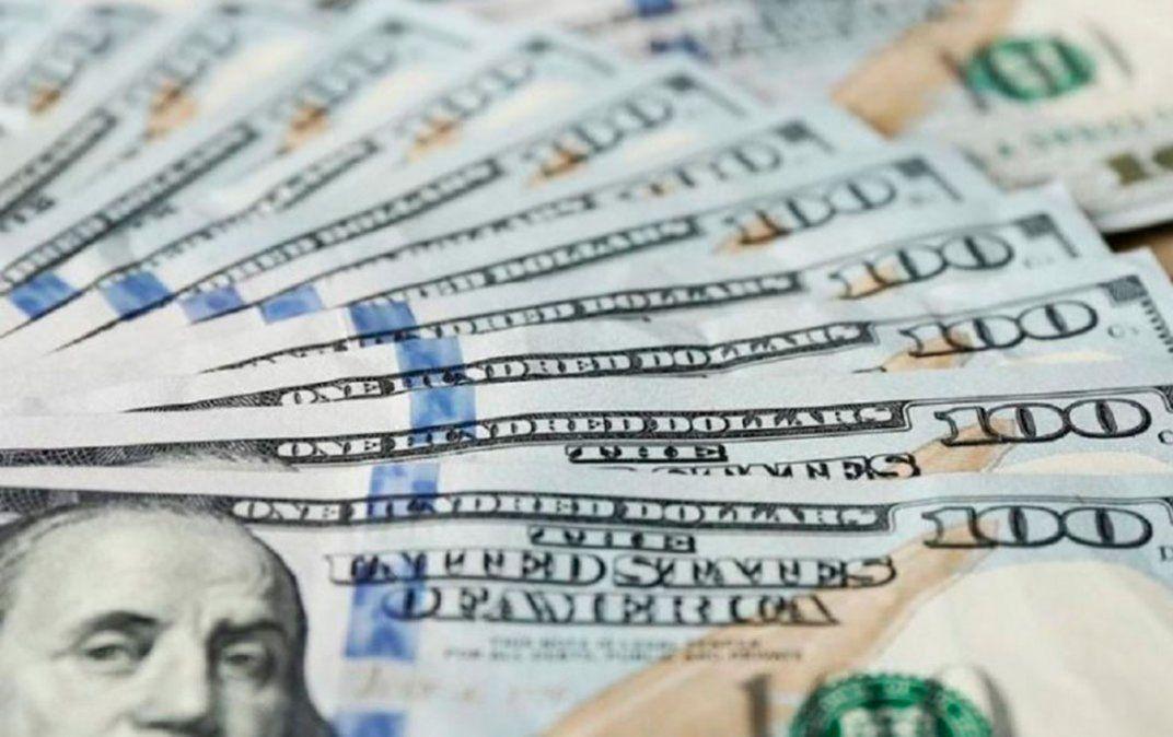El dólar blue bajó $2 más y ahora está en $159