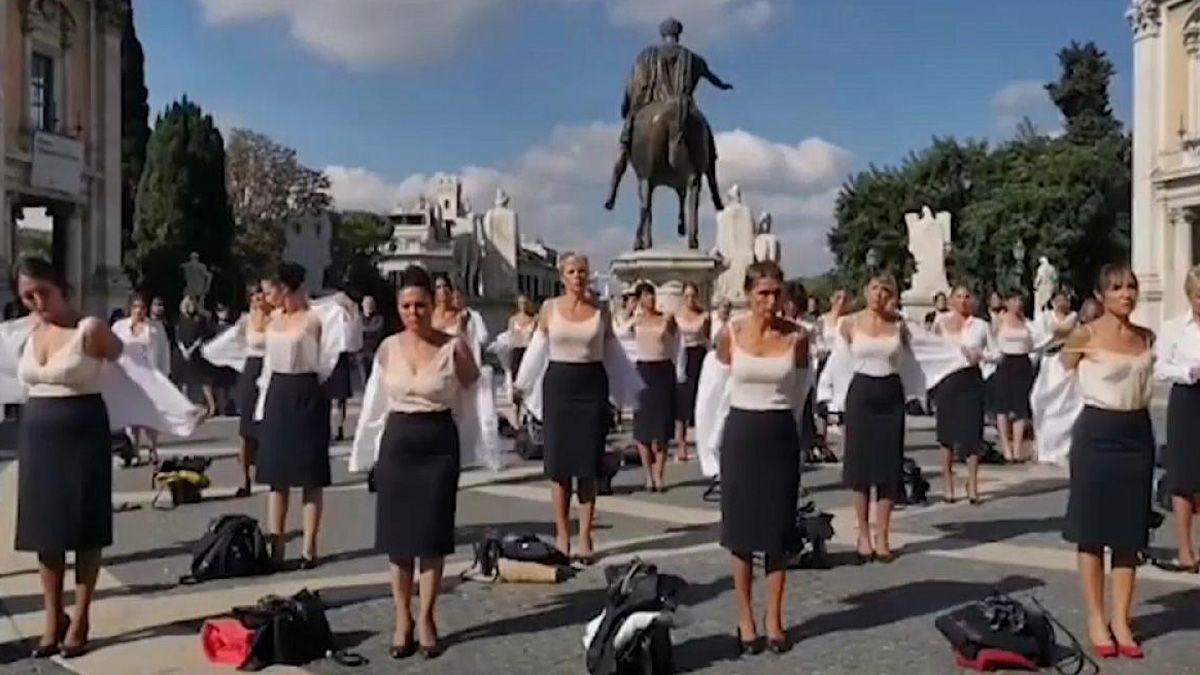 Alitalia: protestaron en pleno centro de Roma y en ropa interior