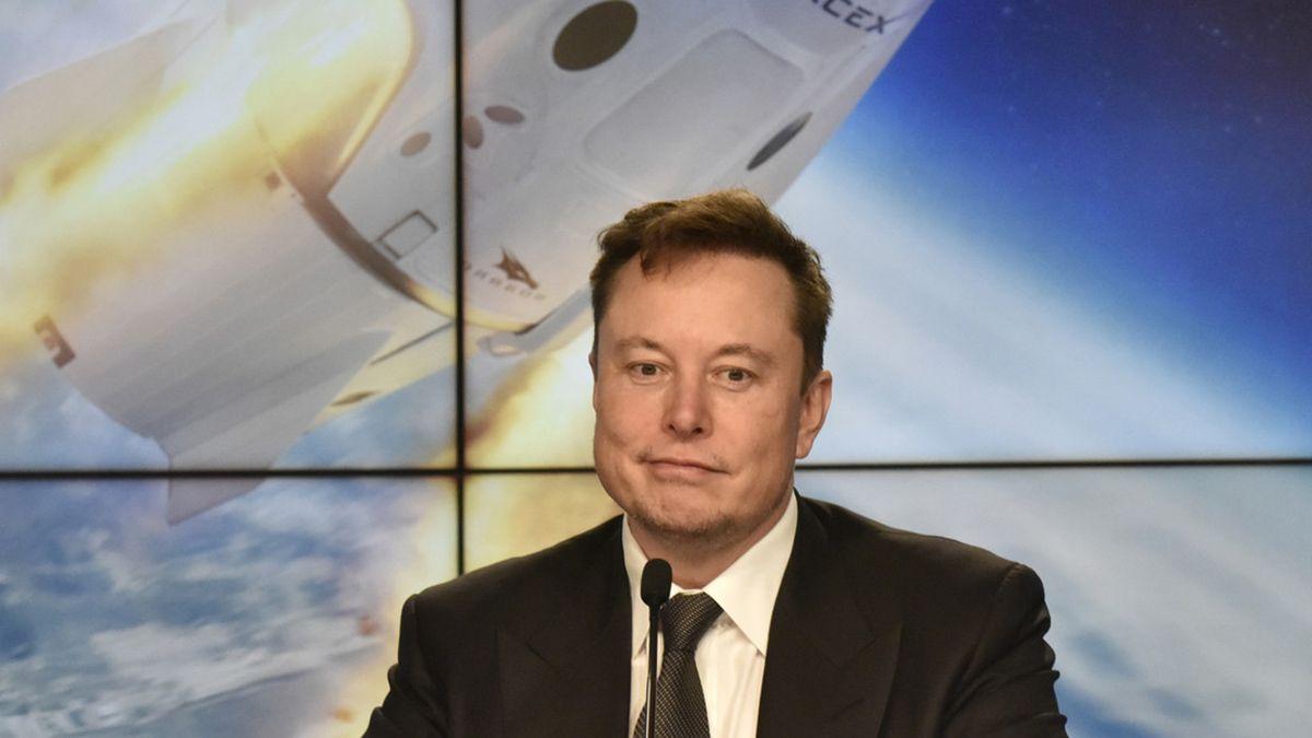 Elon Musk tuvo una ligera caída en las acciones de sus empresas y sufrió una pérdida millonaria. Pero a él le importa más hacer grandes productos.