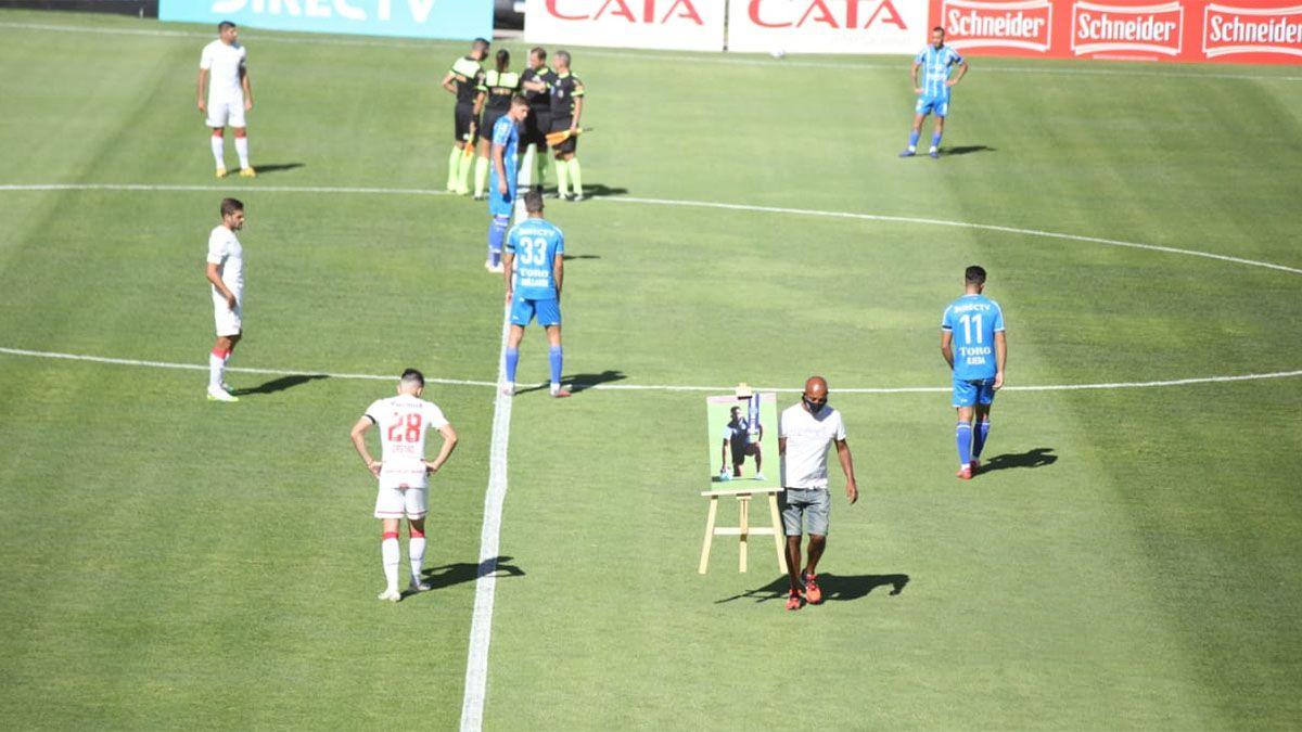 El Morro García fue homenajeado con Mansur en la tribuna