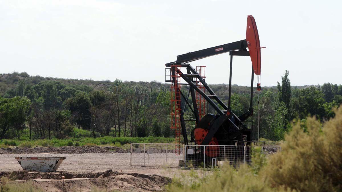 Las provincias productoras de petróleo y gas tuvieron en abril un importante aporte a su recaudación por los ingresos de regalías: 282% en pesos. Mendoza experimentó una caída de 905.000 bbl en su producción.