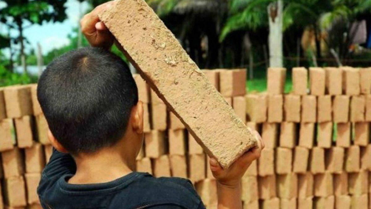 Explotación y trabajo infantil en las fábricas de ladrillos.