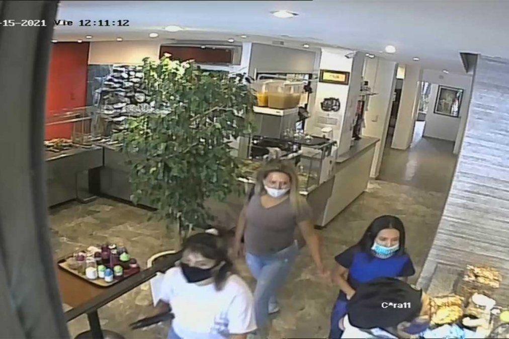 Una mujer utilizó a dos menores para ingresar un restorán de comida vegetariana ubicado en Godoy Cruz y hacerse del celular de una trabajadora.