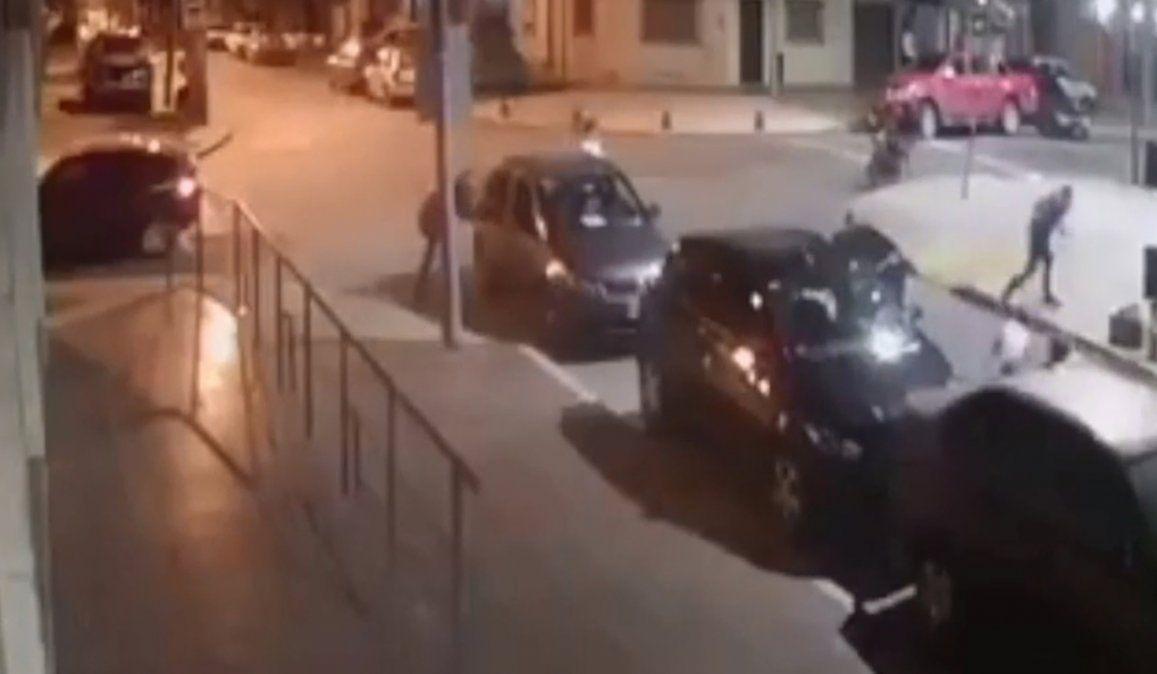 El policía asesinado habría tenido una discusión con el sujeto que lo mató de un balazo. El hombre fue detenido este lunes