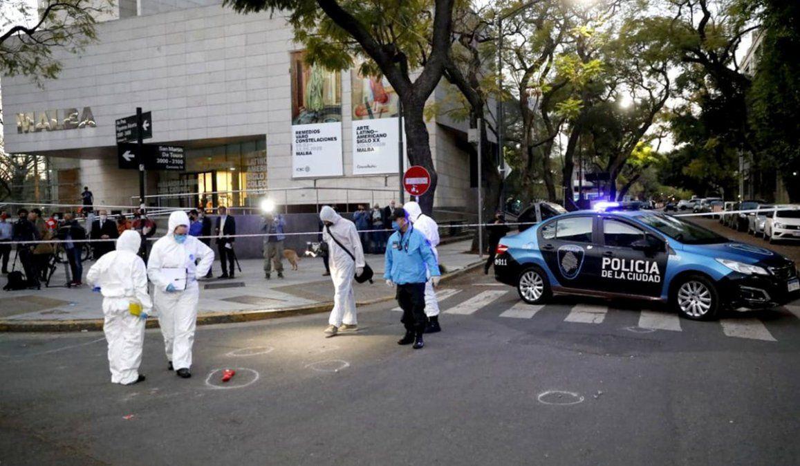 El hecho ocurrió a metros del Malba donde un policía fue atacado por un enfermo de esquizofrenia