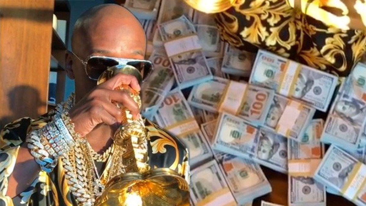 Mayweather le regaló un Rolex con diamantes a su nieto