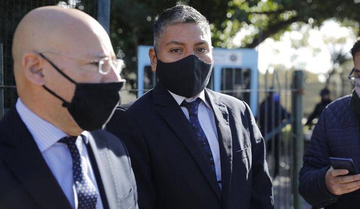 Luis Chocobar y su abogado Fernando Soto. El letrado pidió la absolución del policía bonaerense al considerar que acuó en legítima defensa