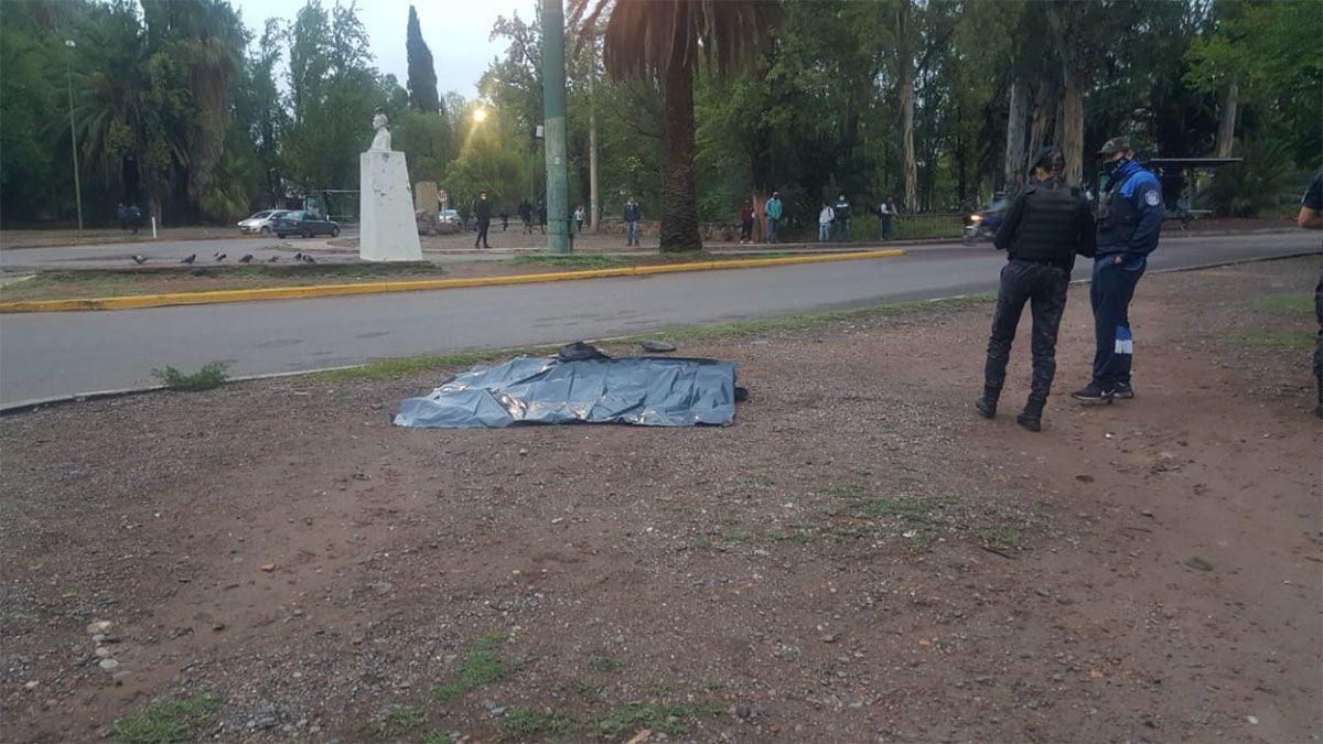 El hombre fue encontrado muerto por un policía que circulaba por la rotonda de Orzali