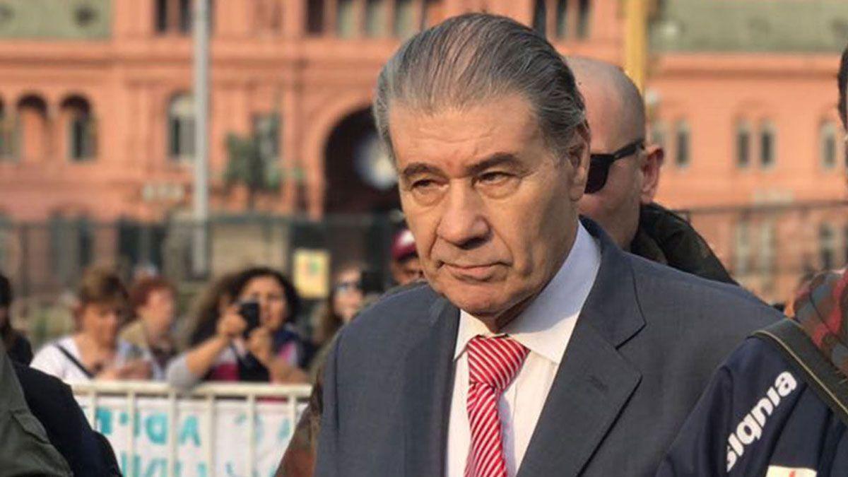 El relator y periodista Víctor Hugo Morales debió ser internado en Buenos Aires por presentar pulmonía bilateral tras haber dado positivo el hisopado de Covid-19 el sábado pasado.