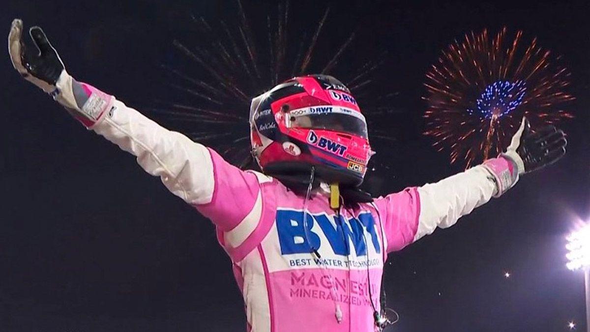 Checo Pérez largó 18º y logró ganar por primera vez