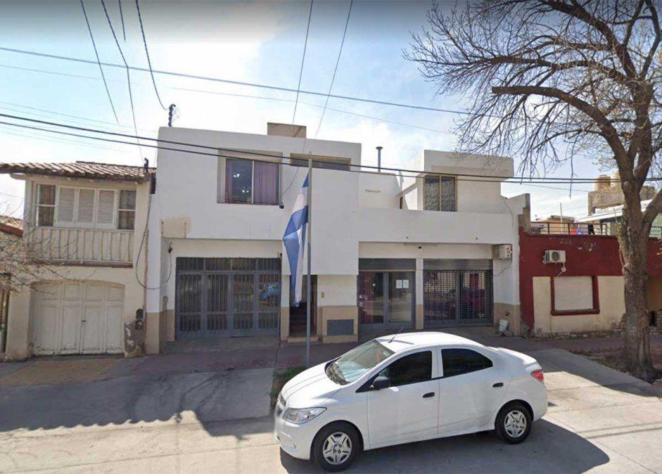 Un joven de 23 años murió en la tarde del viernes luego de ser apuñalado frente a la comisaría ubicada en la calle José María Godoy de Las Heras.