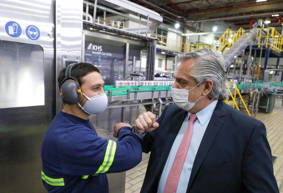 El Gobierno recupera oxígeno con los aciertos internacionales y la primavera del dólar.