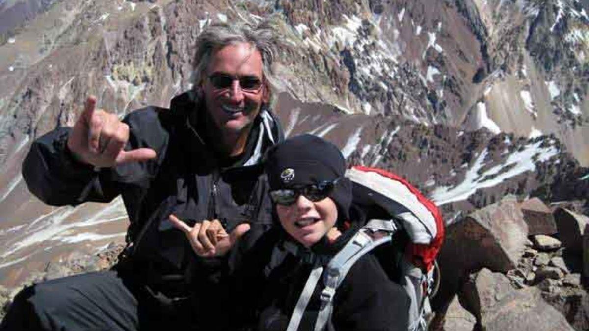 Matthew Moniz y su padre en el Aconcagua.