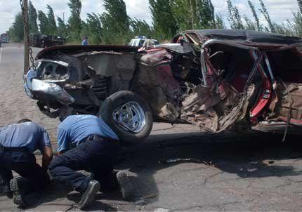 Un policía murió tras impactar su vehículo contra un camión