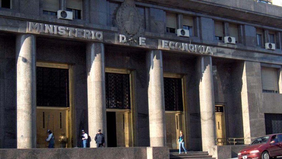 Ministerio de Economía de la Nación. Dieron el informe de enero de las cuentas públicas.