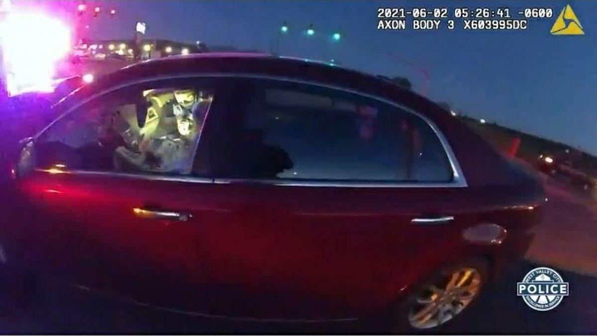 Travesura peligrosa. Una niña le robó el auto al padre para ir a nadar la mar.