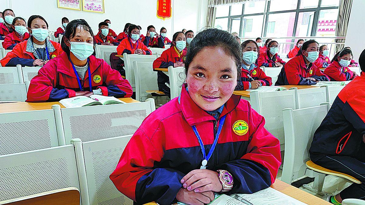 Nyima Ngodrup, 19, estudia enfermería en la Escuela de Formación Profesional de Nagchu. DENG ZHANGYU / CHINA DAILY