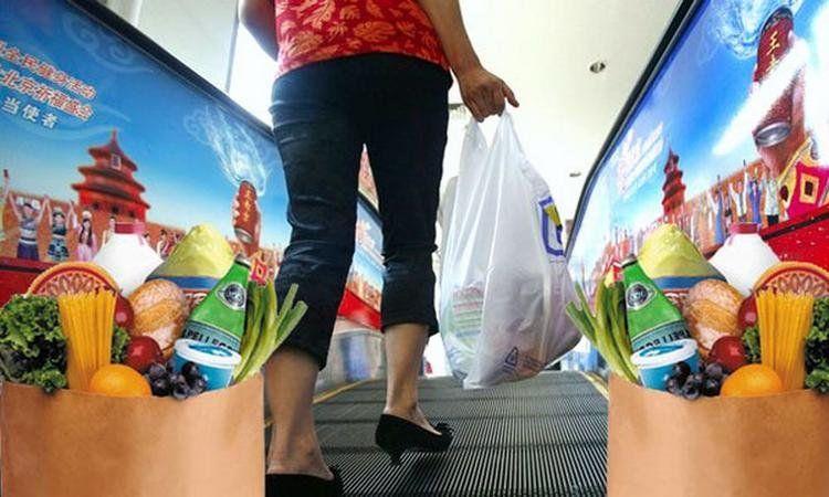 Proponen retirar la entrega de bolsas de polietileno en los supermercados