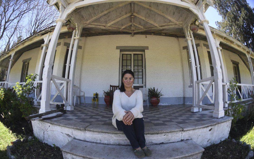 Dolores Etchevehere en la propiedad que es motivo de conflicto familiar y judicial.