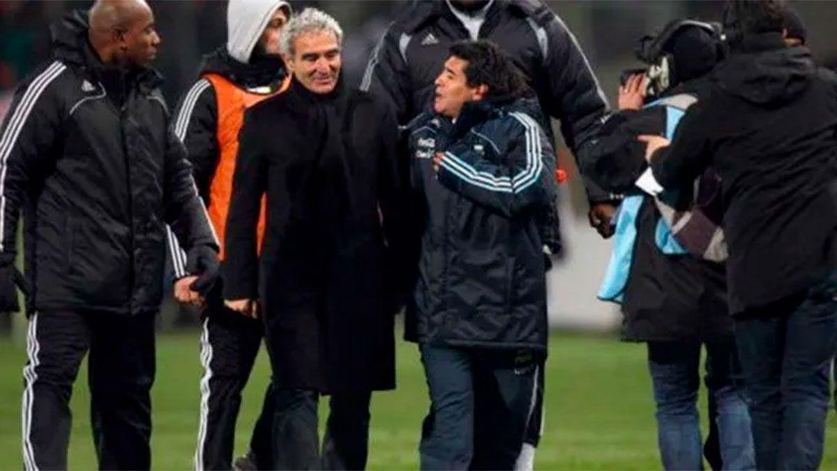 Raymond Domenech hizo una desubicada broma sobre Maradona y fue repudiado.
