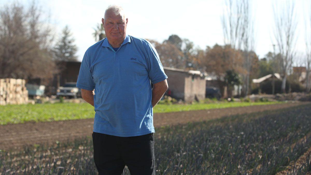 Juan Antonio Figueroa tiene 66 años y se jubiló como empleado municipal.