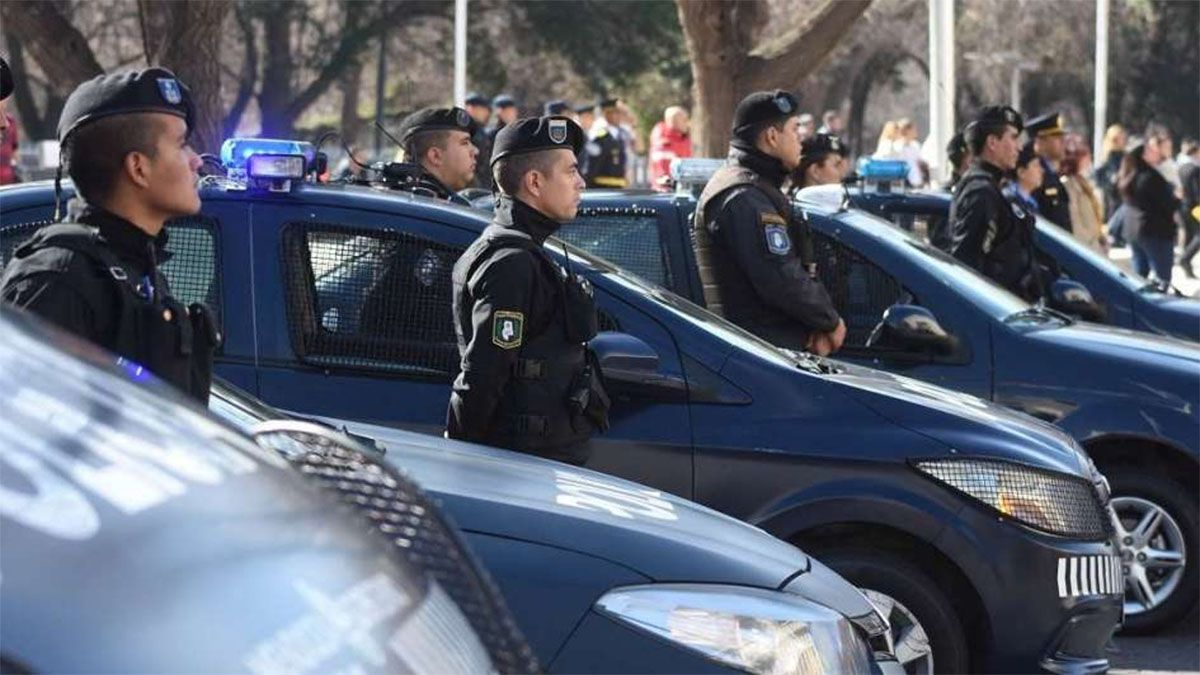 Las esposas de los policías de Mendoza presentaron un petitorio que incluye aumento salarial