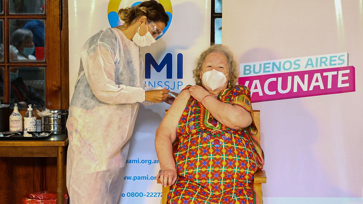 En la nueva etapa de vacunaciónse brindará inmunidad a las y los adultos mayores y a docentes que integran grupos de riesgo.