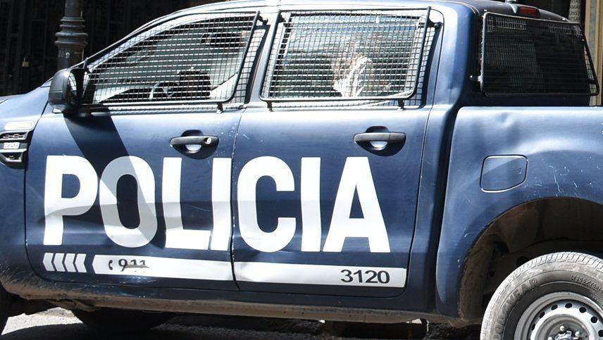 Un policía mató a un delincuente en un robo a una estación de servicio