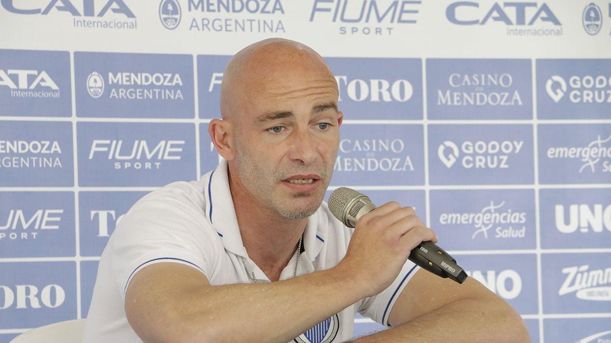 Sebastián Méndez le apuntó al árbitro tras la derrota