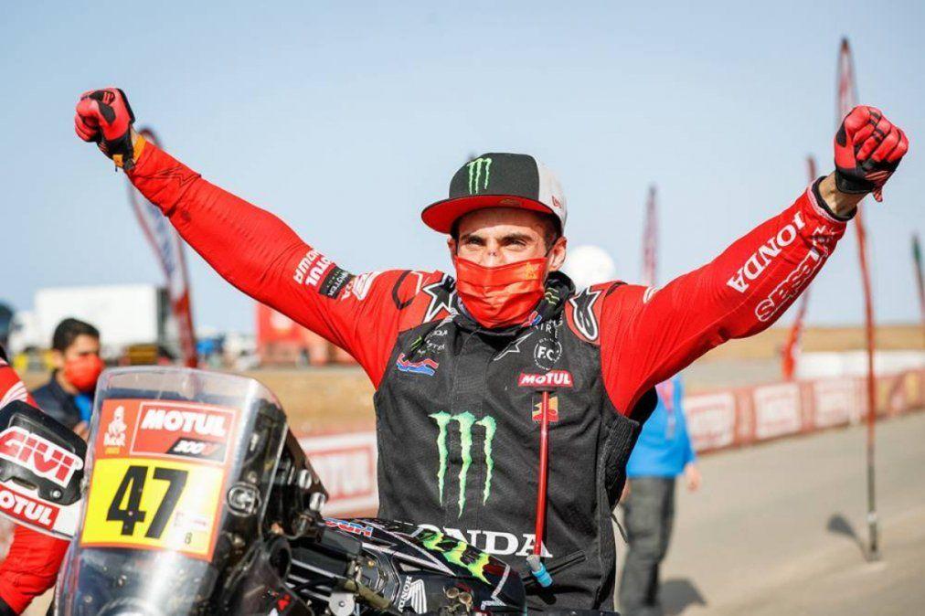 Kevin Benavides es el primer argentino en ganar el Dakar en motos.