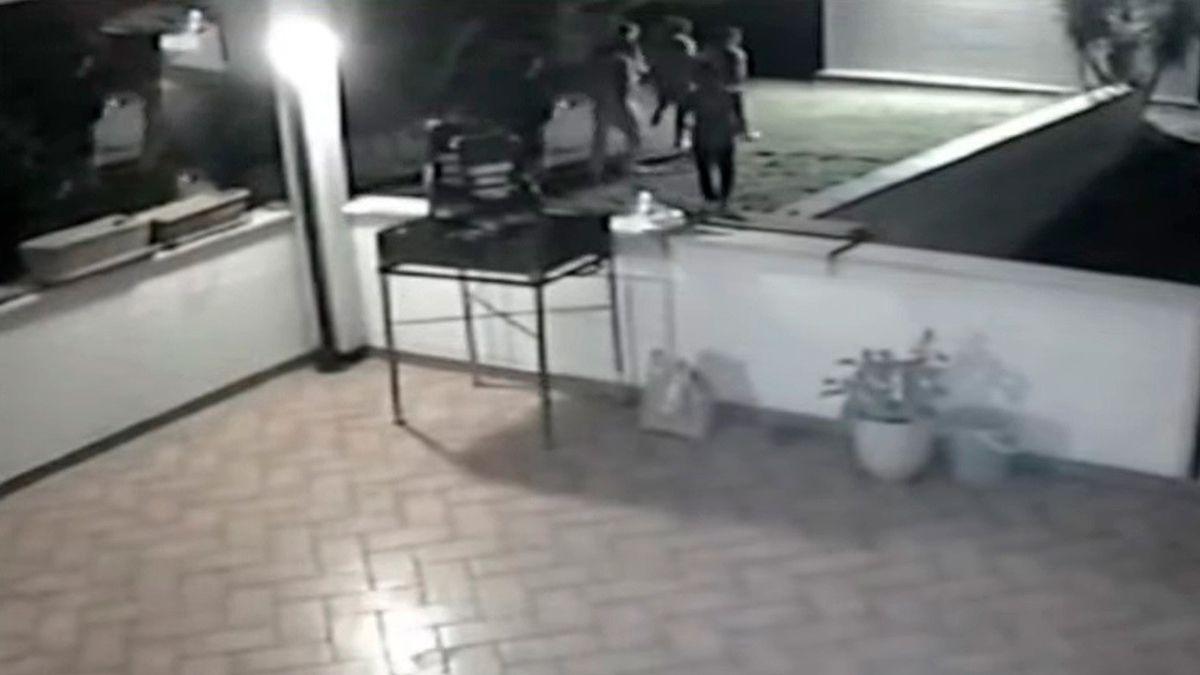 Los ocho jóvenes italianos están acusados de violación grupal contra dos adolescentes de origen británico