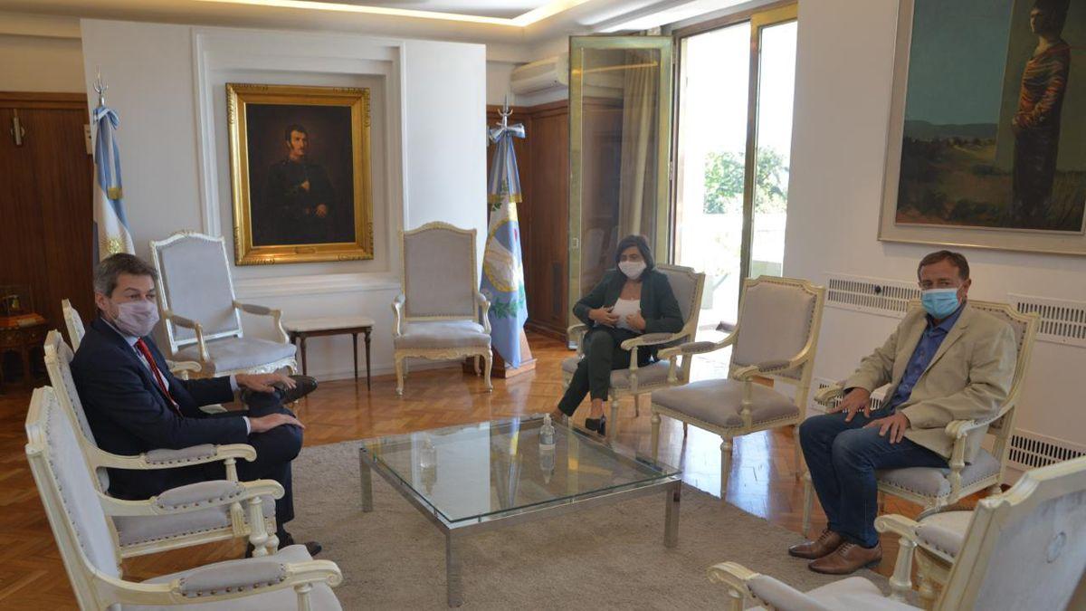 En casa de Gobierno. Matías Lammens con Rodolfo Suarez y Mariana Juri.