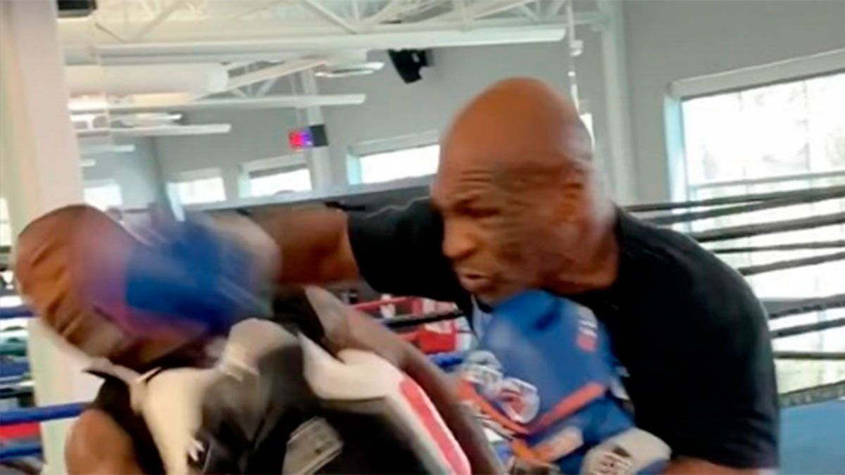 Mike Tyson le dio un brutal derechazo a su entrenador