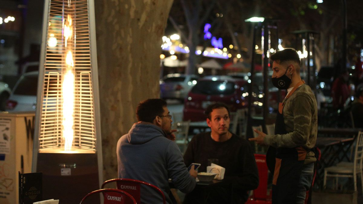 Los bares podrán abrir por más tiempo esta semana por el Día del Amigo