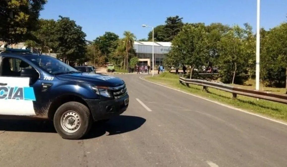 En policía bonaerense circulaba en moto junto a su esposa por una colectora de Moreno