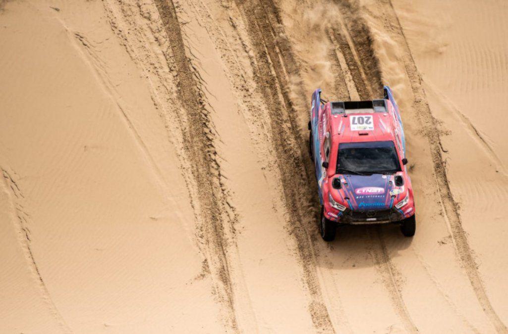 Lucio Álvarez, prendido adelante en el Rally de Kazajistán
