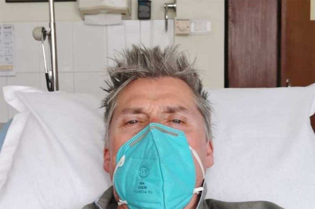 Nepal en alerta luego de que varios montañistas den positivo para Covid en el campamento base del Everest. El último fue evacuado en helicoptero.