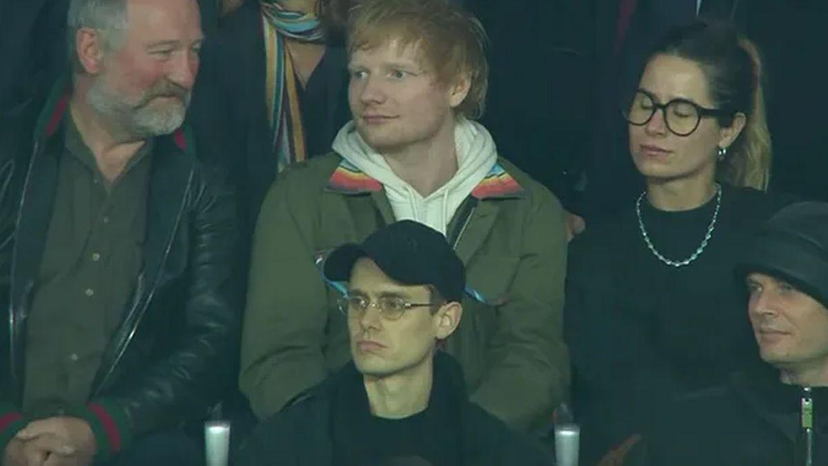 Ed Sheeran fue con su esposa y su padre a ver al PSG y conoció a Lionel Messi.