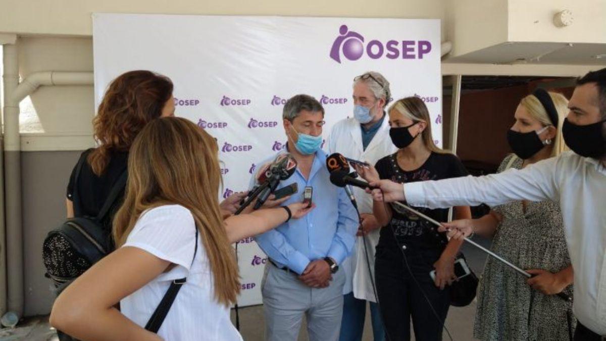 El director de la OSEP Carlos Funes explicó en rueda de prensa cuales serán los alcances de la vacunación contra el Covid-19 en los nosocomios de la obra social.