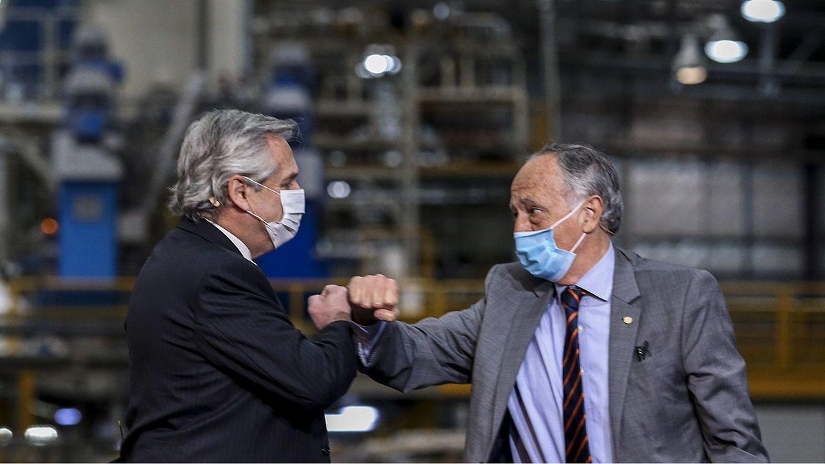 Alberto Fernández en el acto por el Día de la Industria junto a el presidente de la Unión Industrial Argentina (UIA)