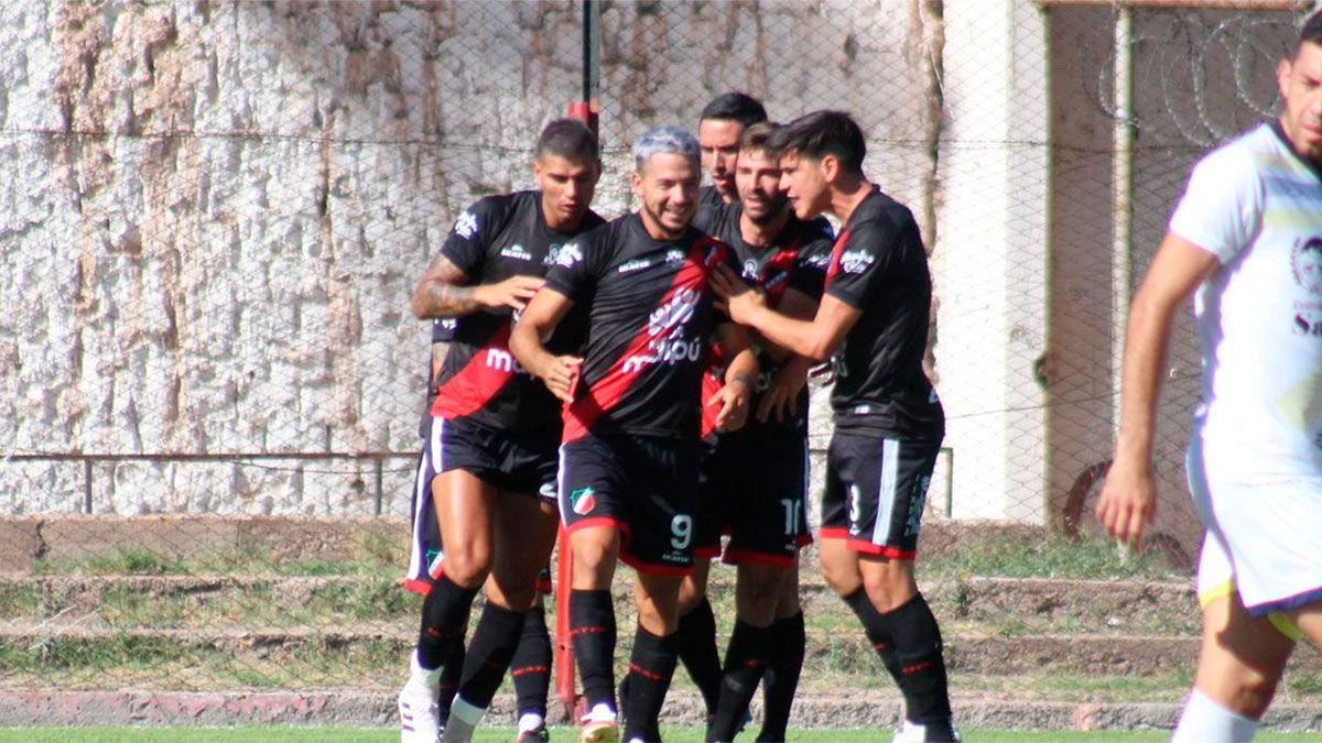 El Cruzado venció a Juventud Unida y es líder. (Fotos gentileza Prensa Deportivo Maipú).