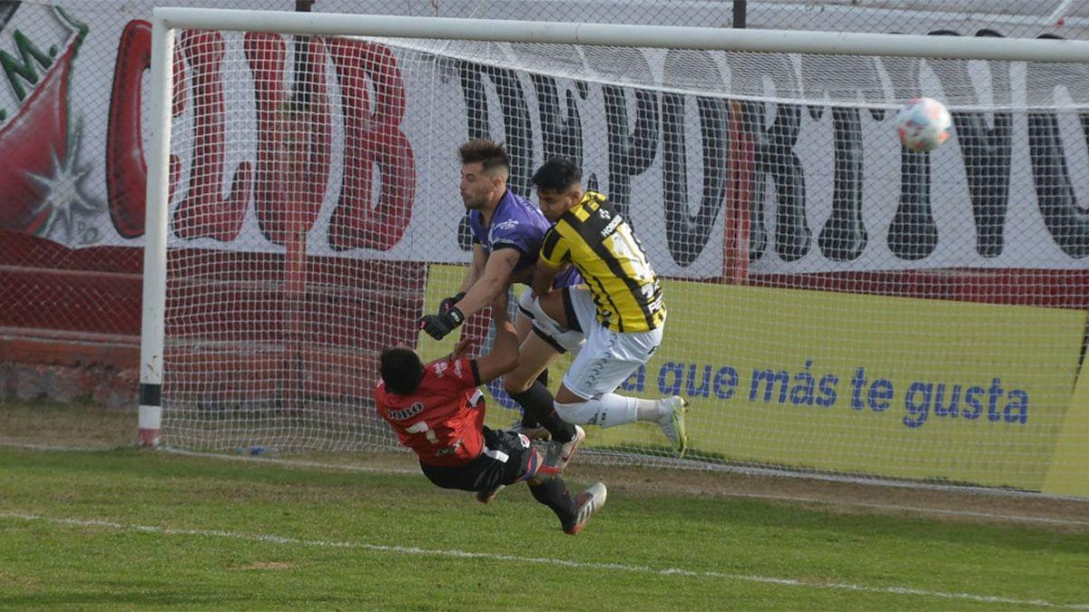 Matías Viguet tuvo un fuerte choque con su compañero Juan Cruz Bolado.