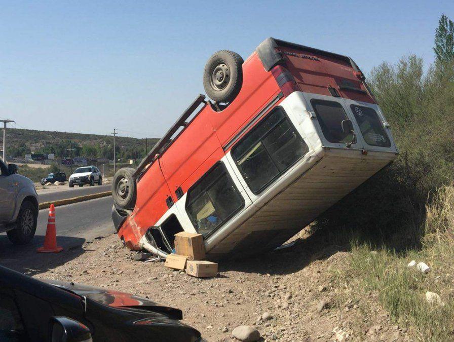Un herido después del vuelco de una trafic en la Ruta Panamericana