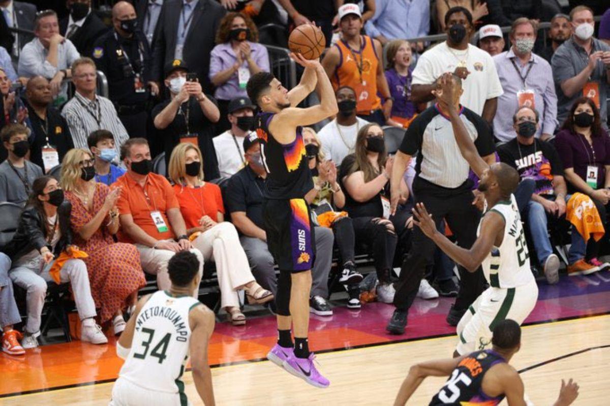Devin Booker hizo 42 puntos para los Suns.