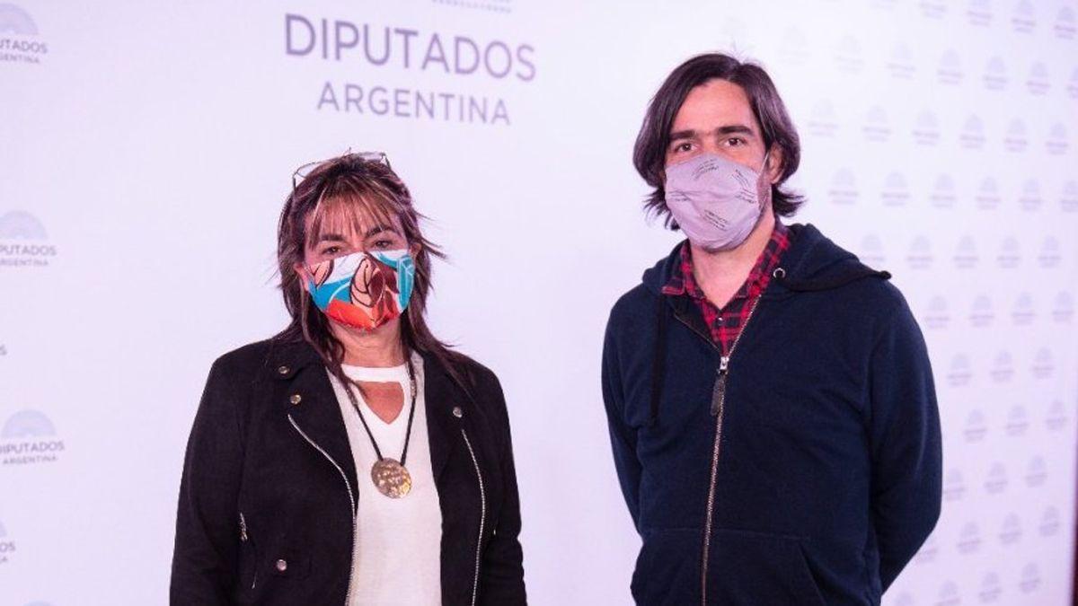 Nicolás del Caño junto a quien es su sucesora en la diputación nacional del FIT: Mónica Schlotthauer.