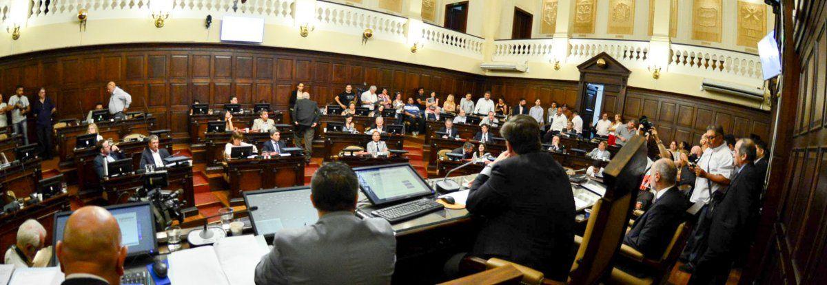 El clima legislativo se recalentó este martes cuando la discusión se centró en el aumento del Impuesto Automotor y la inflación de Mendoza
