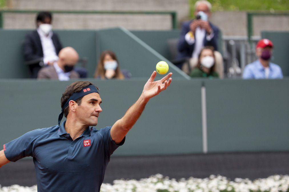 Roger Federer volvió al circuito con una derrota