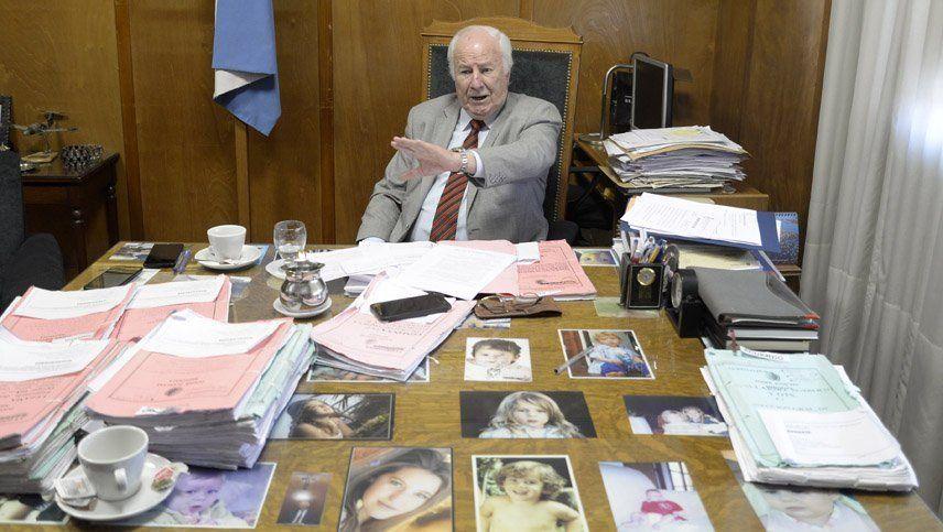 Pedro Llorente en su despacho del cuarto piso de los tribunales.